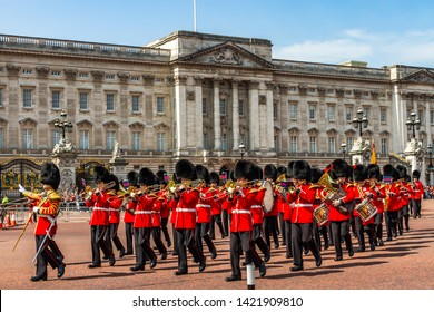 Changing of the Guard Images, Stock Photos & Vectors