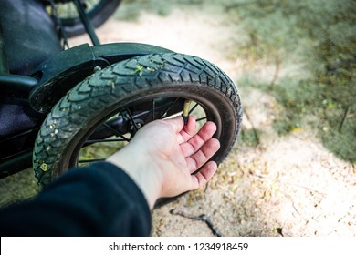 Changing a wheel and tyre pressure check on the stroller