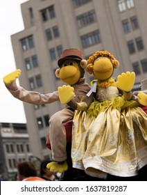 Changos Cilindreros 'Cylinder Monkeys', adornos callejeros de instrumentos musicales.