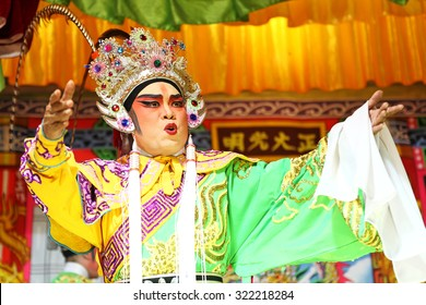 CHANTHABURI, THAILAND - OCT 2: Unidentified Chinese opera actor perform on stage on October 2, 2011 in Chanthaburi, Thailand. It is vegetarianism on Sep - Oct of the annual