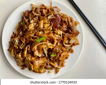 Char Koay Teow: Malaysian style stir fry flat noodles with bean sprouts