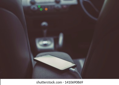 charge the battery phone in car. Place the mobile smart phone in the car.