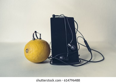 Charge a mobile phone using lemon