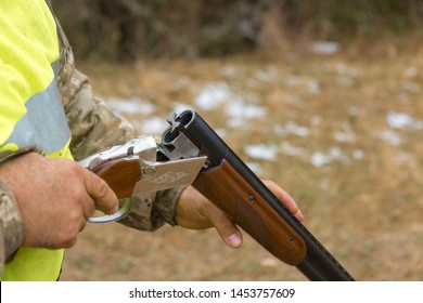 Charges a hunting smooth-bore rifle, hunting a pheasant with dogs