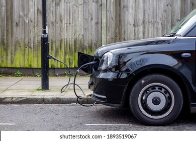 Charging from a lamppost - a modern solution to changing your electric car in London