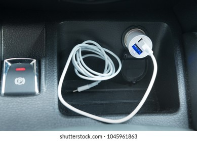 Charging plug for smartphone, in the car