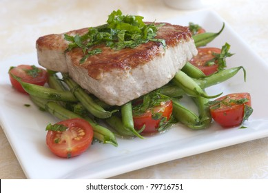 Char-grilled tuna steak with green beans and cherry tomatoes