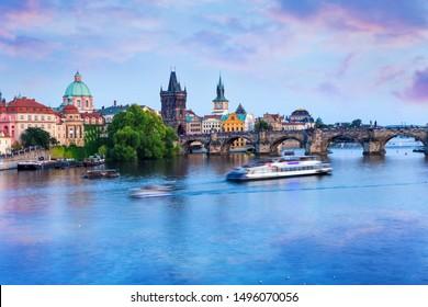 Karlsbrücke in der blauen Stunde, Prag, Tschechische Republik