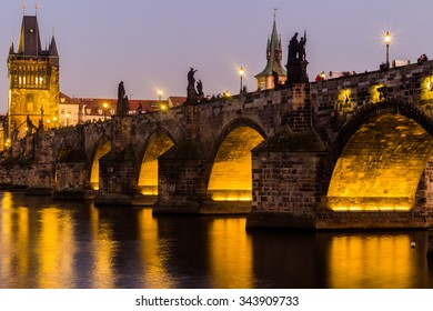 Charles Bridge (Karluv Most) is Prague most familiar monument, connects the Old Town (Stare Mesto) with the Little Quarter (Mala Strana).