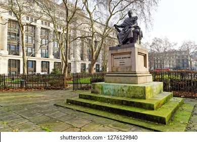 Charles James Fox Bronze Statue in Bloomsbury Square Garden, London.