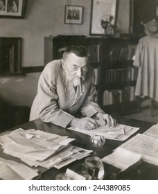 Charles P. Steinmetz (1865-1923), German-American mathematician and electrical engineer at his desk at the General Electric Company ca. 1910. Ca, 1910.
