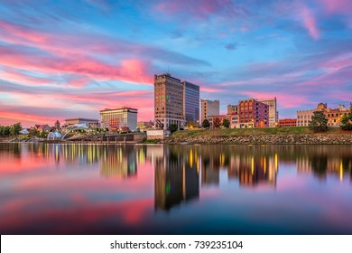 Charleston, West Virginia, USA skyline on the Kanawha River.