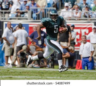 CHARLOTTE, NC - SEPT 13:  Philadelphia Eagles Quarterback, Donovan McNabb, runs for yardage during their match with the Carolina Panthers at the Bank of America Stadium on Sept 13, 2008 in Charlotte, NC.