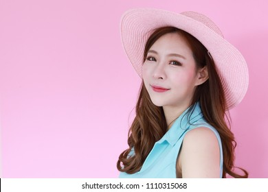 Charming korea woman posing on pink background with summer concept, isolated on pink background, 20-30 year old.Beautiful asian woman, make up, healthy skin, beauty concept.