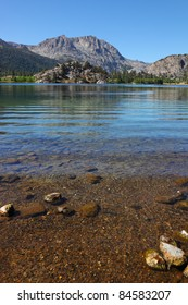 Charming lake in California. Season of Calm, sunny day