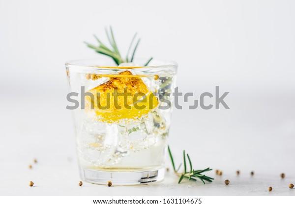charred-lemon-rosemary-coriander-gin-600