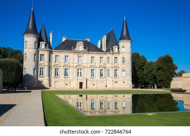 Chateau di Pauillac, in the north of Bordeaux lies the Médoc region, whose wines have been classified as Grand Crus Classés