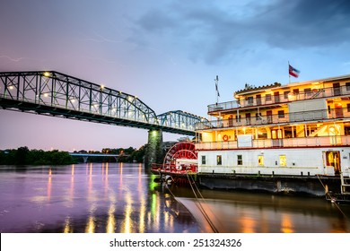 Chattanooga, Tennessee, USA on the Tennessee River.