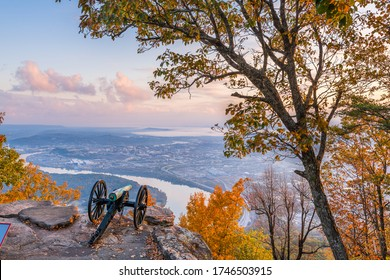 Chattanooga, Tennessee, USA view from Lookout Mountain at dawn.