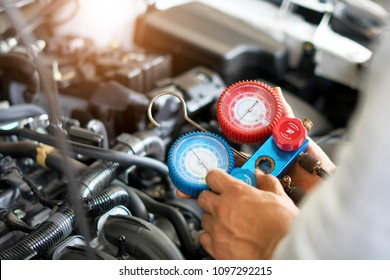 Check car air conditioning system refrigerant recharge