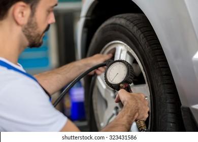 check holding pressure gauge for car tyre pressure measurement