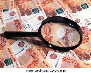 check with a magnifying glass of Russian paper rubles