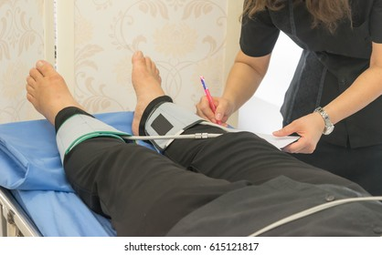 Check pulse measurement of vascular examination