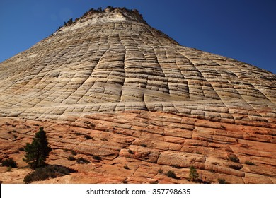 Checkerboard Mesa. Lithified desert sand dune deposits of the Navajo Sandstone formation, Zion National Park, Utah, USA