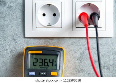 Checking power supply in socket with tester. Good voltage in home.