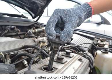 checking spark plugs in the car