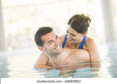 Cheerful couple in a swimming pool