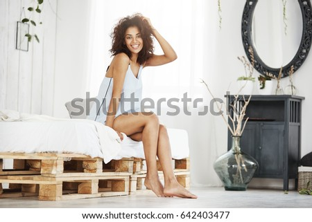 98739eba7a4b47 Cheerful Happy African Girl Sleepwear Smiling Stockfoto (Jetzt ...