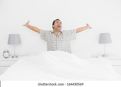 Mature maid woke a guy