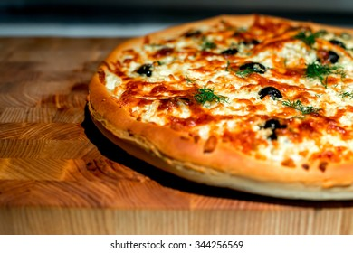Cheese pizza with olives and herbs