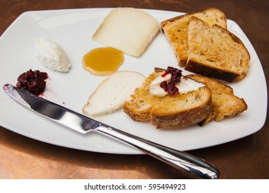Cheese Plate with Crispy Toast Crackers