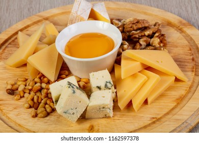 Cheese plate mix with honey