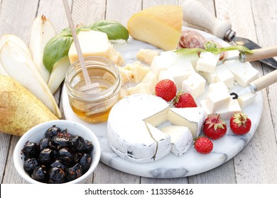 Cheeseboard. Four kinds of cheese and fruit.