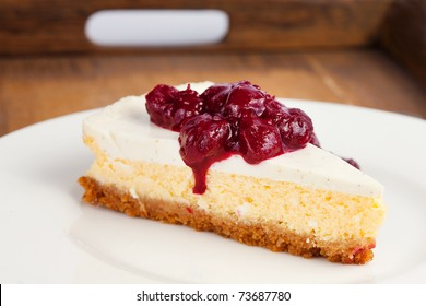 Cheesecake on a wooden tray