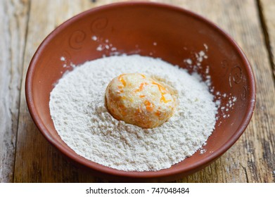 Cheesecakes, fritters in a plate with flour