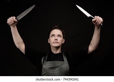 chef with knives looking at the top, a girl on a dark background
