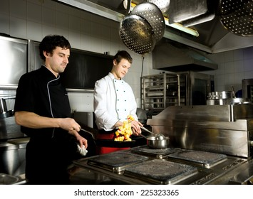 chef restaurant keeps food for hotel guests/chef restauran