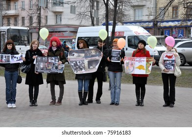 CHELYABINSK - APRIL 23: the Society for the protection of animals supports entering into the Constitution of Russia for the law on the rights of animals., 2011. Unidentified children and adults