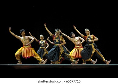 """CHENGDU - OCT 24: Indian folk dance """"Shankara Sri Giri"""" performed by Kalakshetra dance institute of India at JINCHENG theater during the festival of India in china.Oct 24,2010 in Chengdu, China."""