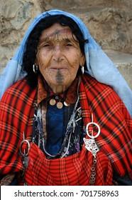 CHENINI, TUNISIA SEP 30, 2009: A local Berber woman in Chenini, Ksour, Tunisia