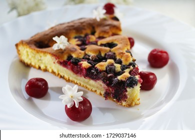 Cherry and black currant pie