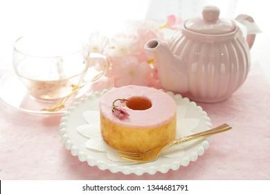 Cherry blossom Baumkuchen cake and flower tea