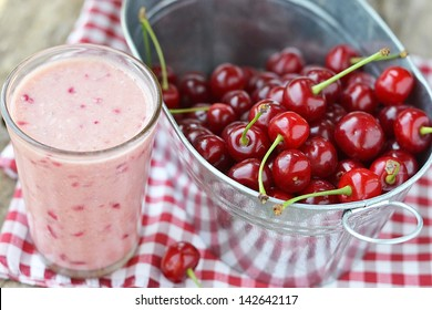 cherry smoothy with fresh cherry