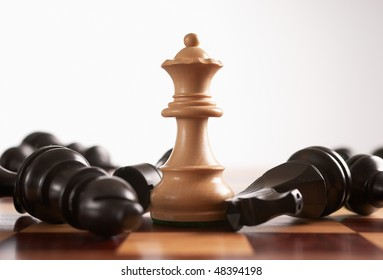 Chess the queen wins victory over the game selective foucs