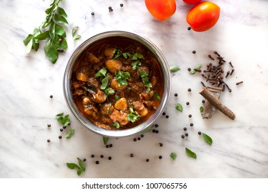 Chettinad mushroom masala is a spicy, easy, tasty gravy from chettinad cuisine. This quick vegetarian side dish goes well with chapati/roti.