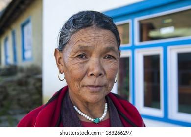 CHHEPLUNG, NEPAL - CIRCA OCTOBER 2013: Nepalese woman circa October 2013 in Chheplung.